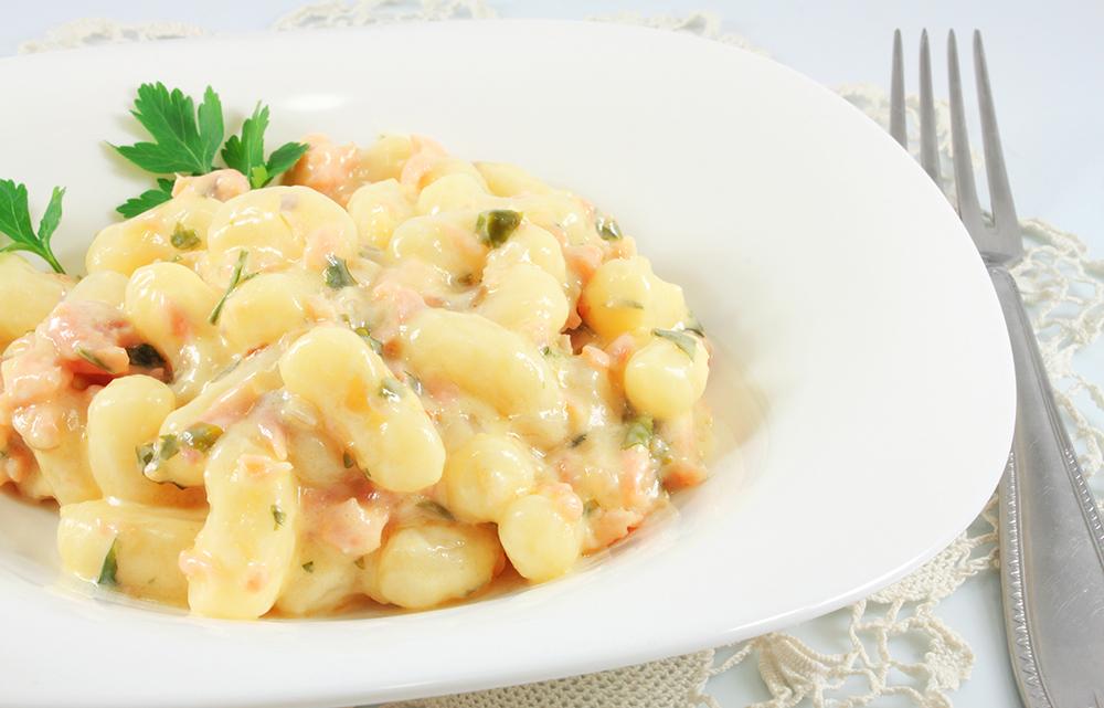 Gnocchi di patate con salmone e rucola