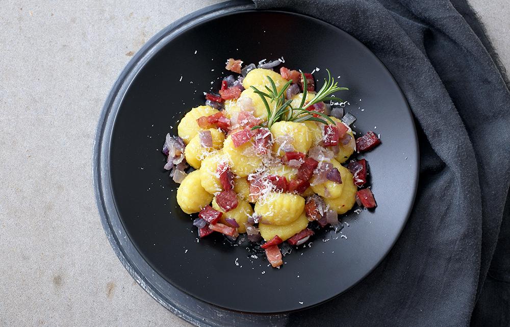 Gnocchi di patate con cavolo nero e pancetta